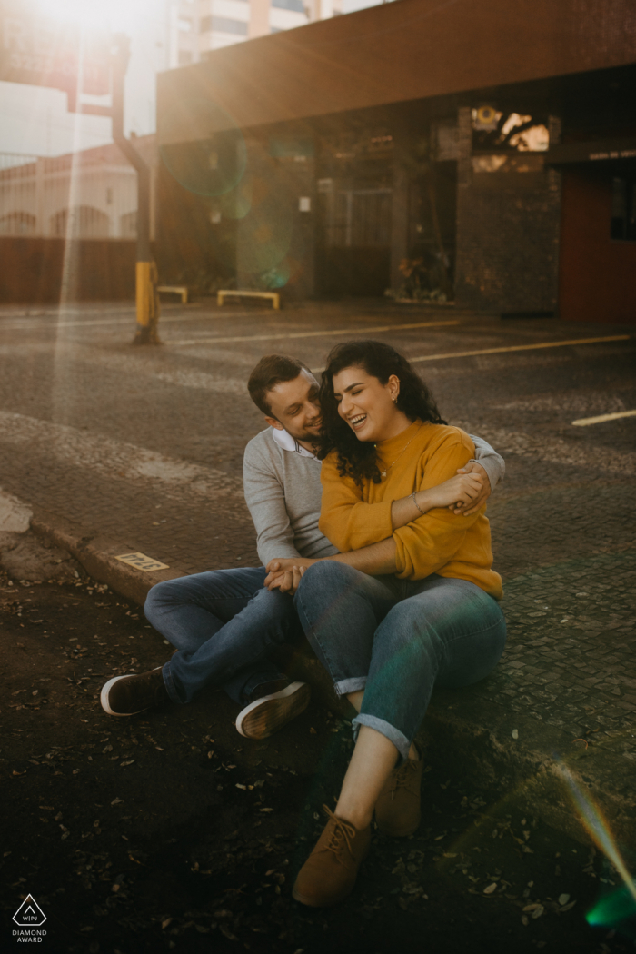 PR True Love Pre-Wedding Portrait Session in Cascavel showing a couple can have love anywhere