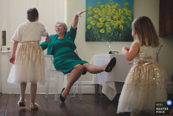 Gasten met plezier op de bruiloft in het St Johns House, Lichfield