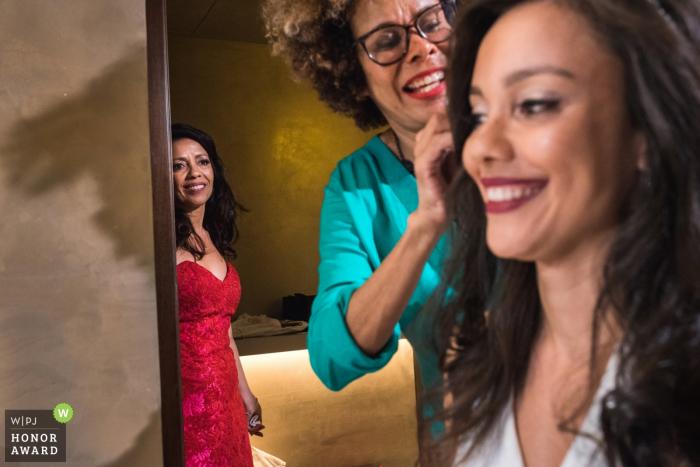 Photographe de mariage à Rio de Janeiro, au Brésil - les préparatifs sont presque terminés