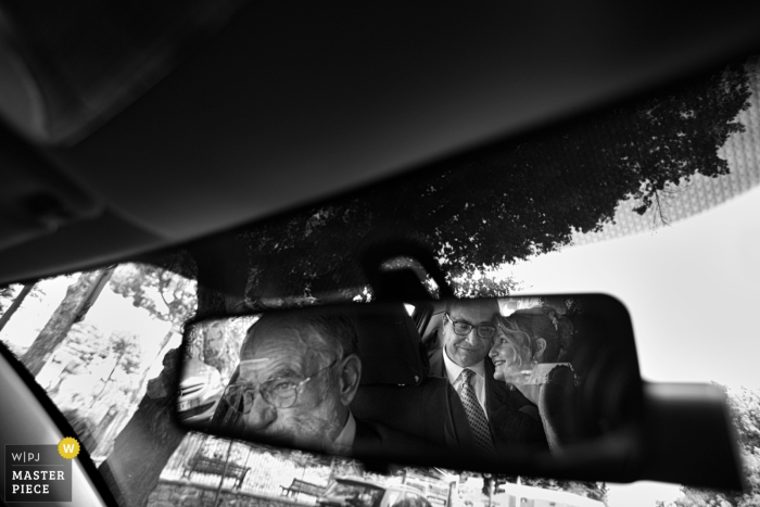 Calabria bride hugs her father in the car before the wedding ceremony