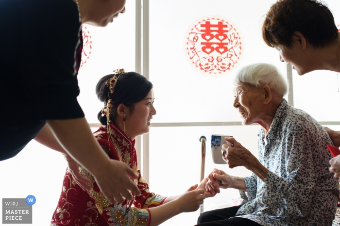 Hunan Wedding Photojournalist | China actual day wedding photography of traditional tea ceremony