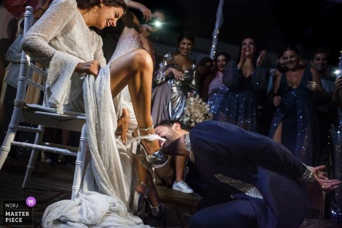 Istanbul Hochzeitsfotografie   Strumpfband entfernen   Istanbul, Türkei