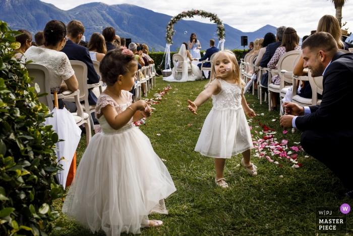 locarno fotografia de boda | niños jugando con los bubles