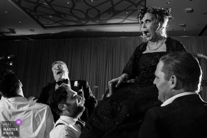 Chicago Hora danse lors d'un mariage juif avec maman et papa