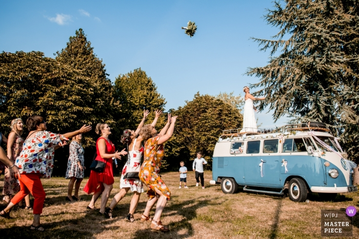 Wedding Bouquet toss from VW van by Oise photographer