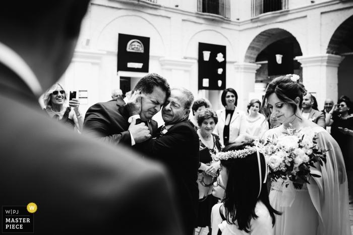 Photographe de mariage Pouilles | les vraies émotions du père pendant la cérémonie