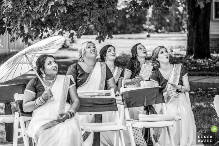 Hochzeitsfotoaufnahme an der Zeremonie im Freien in Dearborn Inn, Michigan