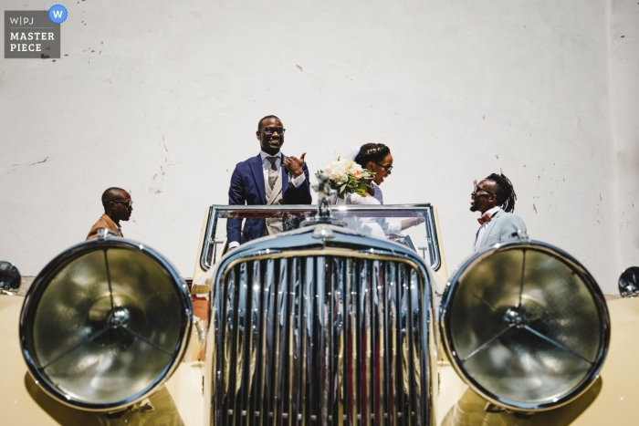 Wedding photo of vintage car and bridal party from Porto, Portugal