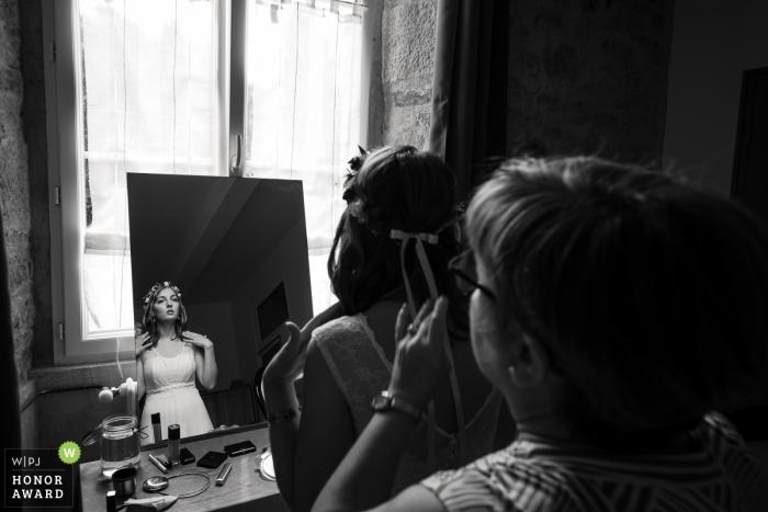 Seine-Saint-Denis wedding photo | wedding photography of bride in mirror before ceremony