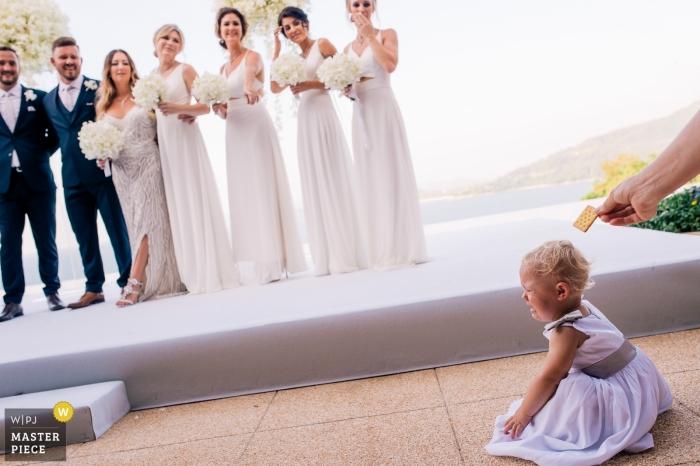 普吉島婚禮照片的一個女嬰哭