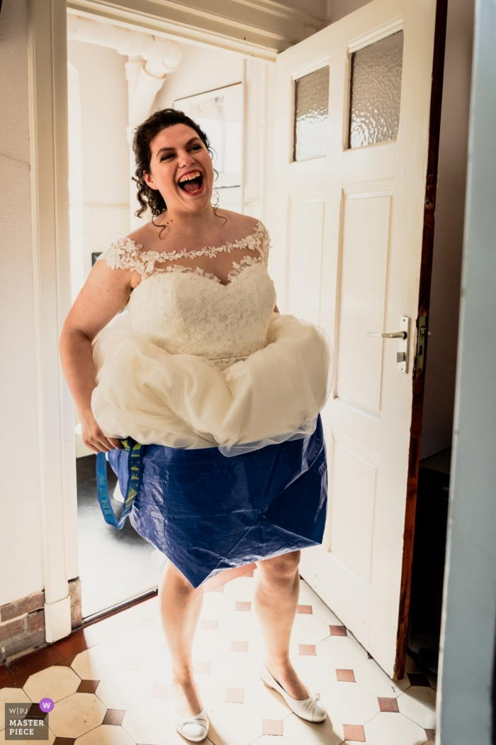 Bovendonk, Hoeven wedding photography | If you go to the toilet with an Ikea bag