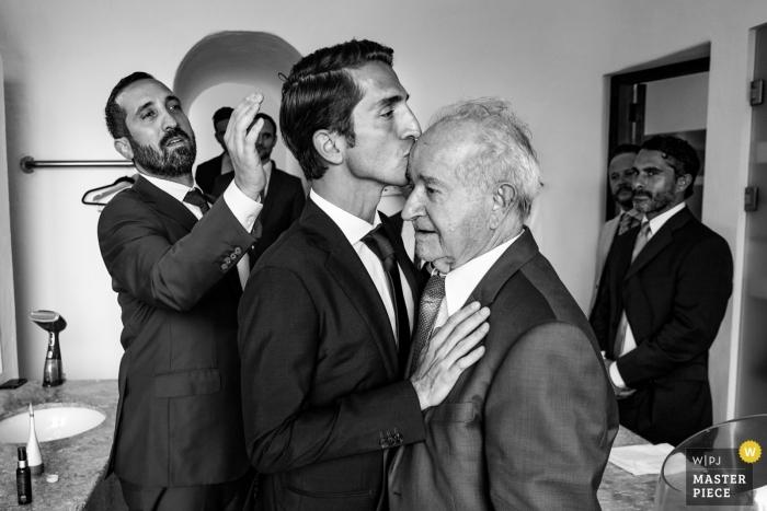 Rancho Huracán. Nayarit, Mexico trouwfotograaf - moment tussen vader van de bruidegom en de bruidegom