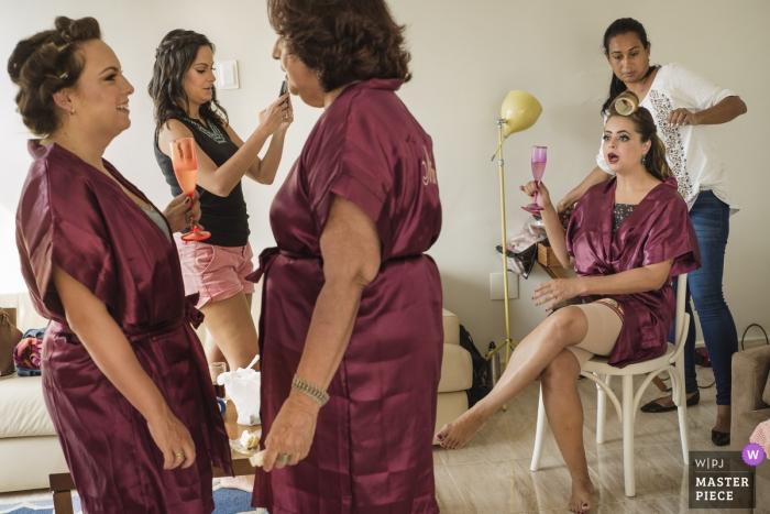 Making of the bride at Casa das Canoas, Rio de Janeiro | Brazil wedding photographer