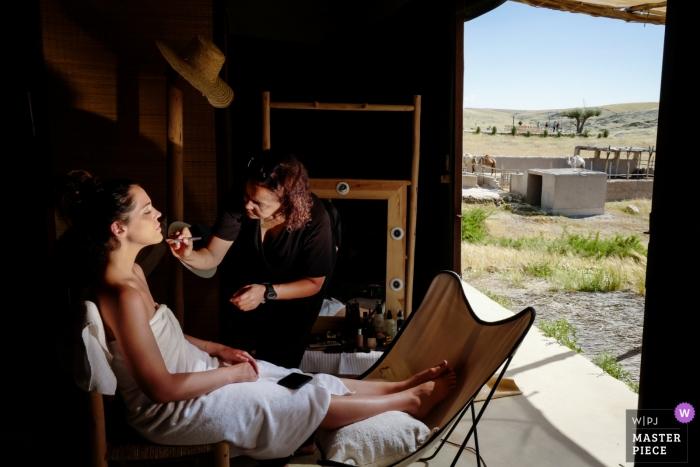Terres des Etoiles Marrakech Wedding Photographer - The Bride Getting ready in the desert