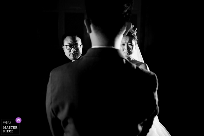 Fujian Wedding Ceremony Photography - The Bride's father speaks, bride cries