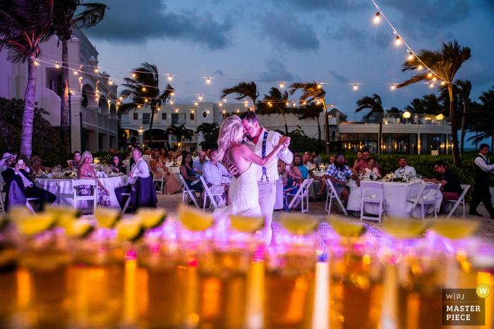 Dreams Tulum Resort - Foto van de eerste dans voor bruid en bruidegom met Tequila-opnamen