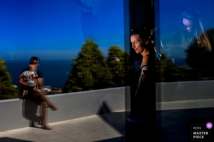Creta-Grecia, fotografía de boda de Apxontiko Kthma que muestra a la novia preparándose