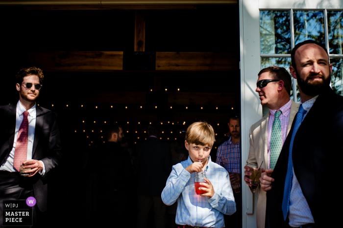 New Haven, VT - Tourterelle Hochzeitsfoto der Gäste Genießen Sie Erfrischungen zur Cocktailstunde