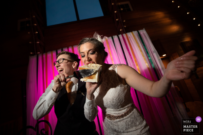 Eating wedding cake at the Green Acres Event Center | MN wedding photography