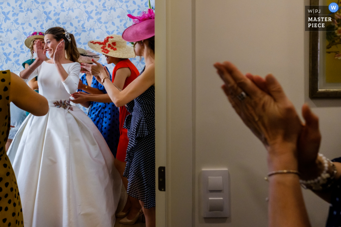 Guests applaud the bride in this image composed by a documentary-style Alicante, Valencia wedding photographer.