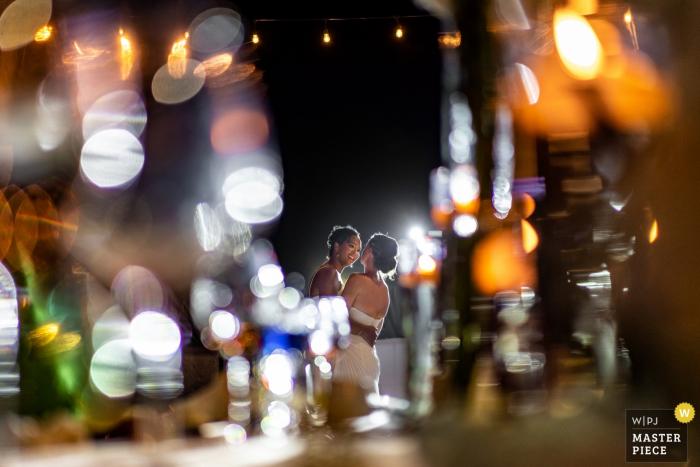 Marriott CasaMagna Resort, Puerto Vallarta, Mexico Huwelijksfotografie van de eerste dans tijdens de receptie.