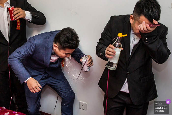 Beijing wedding day games - photography of groom and groomsmen