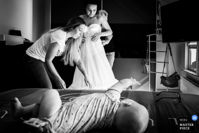 """Bovendonk, Hoeven Fotograf: """"Immer bereit, wenn Sie beschäftigt sind, versucht Ihr Baby, die Brille der Mutter zu fangen"""""""