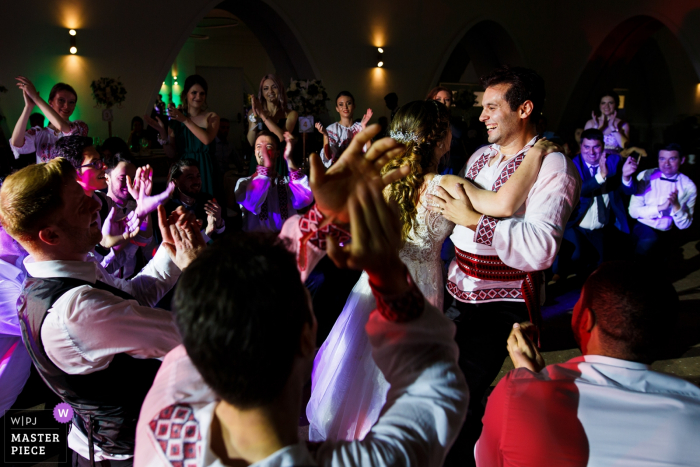 Mogosoaia Lake Wedding Photographer Captured People dancing in a traditional dance during the reception