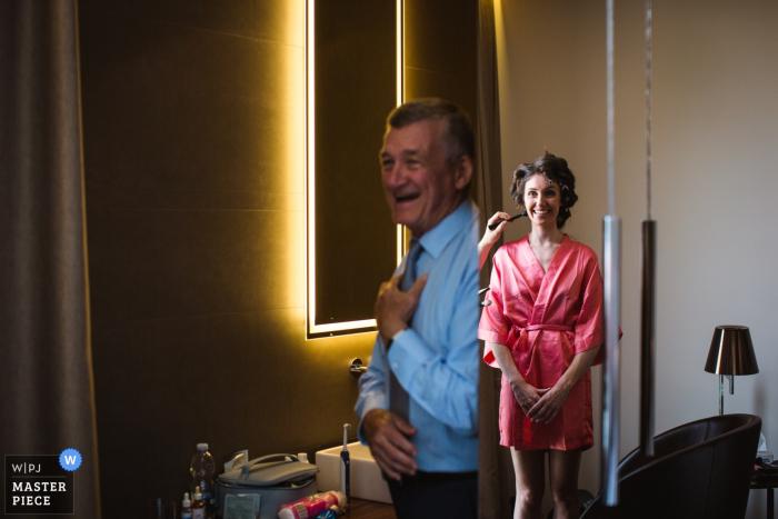 Villa Canton Trescore Balneario Wedding Venue Photos of Father and bride in the mirror