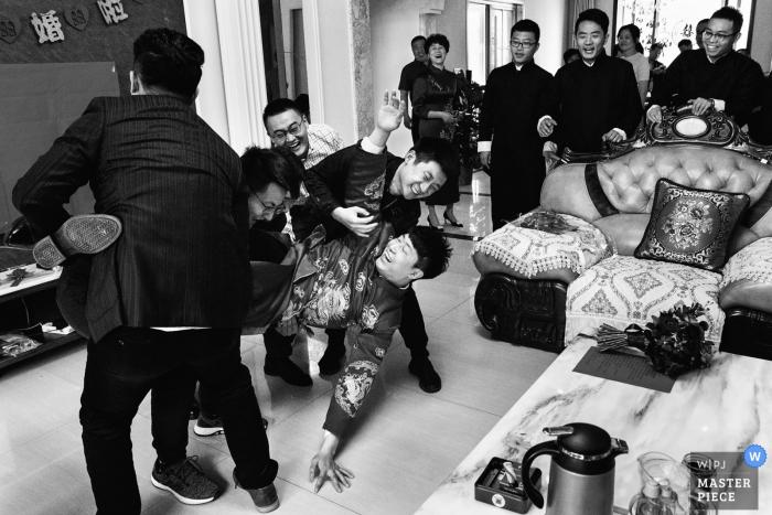 The fallen groom at the Dezhou Jiulongwan Shengtaiyuan - Wedding Photography
