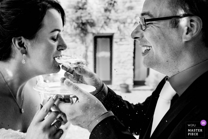 Italy - Borgo Petrograno - Barberino Val D'elsa Venue Photography - Taking a bite of the cake