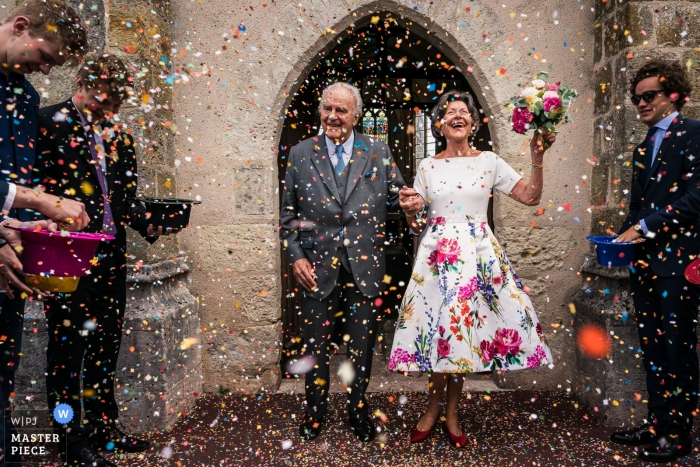 Salbris Wedding Photographer - Love don't have age - Having fun after ceremony