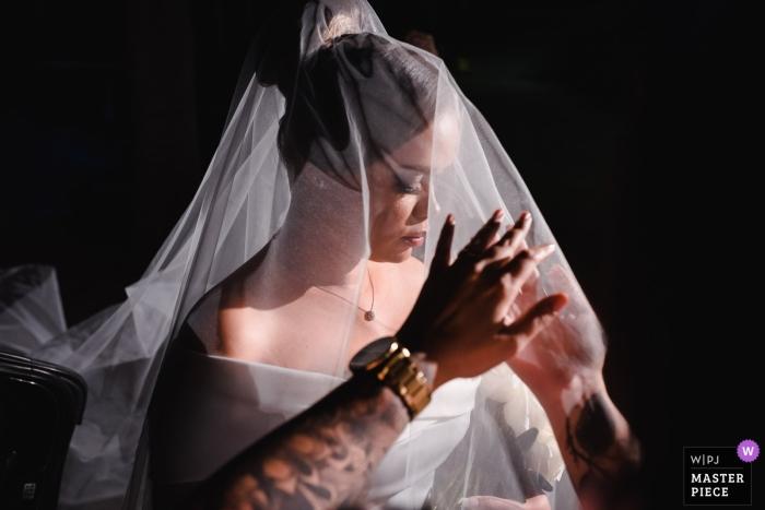 Bistro 160 - Rio de Janeiro Getting Ready Wedding Photography | Last touches on the bride's veil.