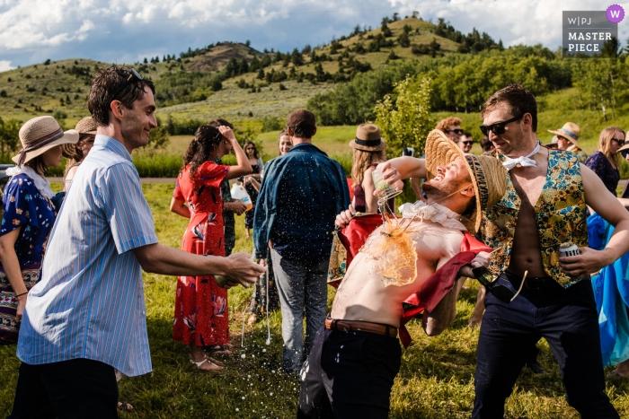 Rocky Creek Farm - Bozeman, Montana zdjęcia ślubne pijanych gości bawiących się