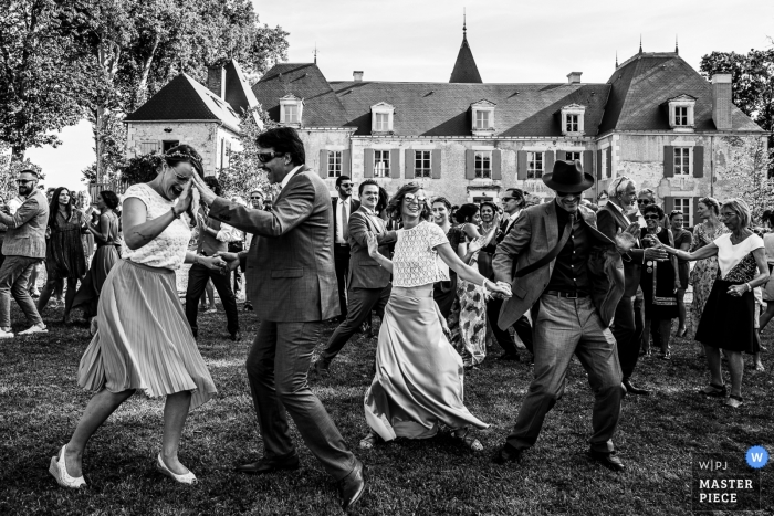 Miejsce przyjęcia Fotografia Flashowych przyjaciół na przyjęciu weselnym na zewnątrz