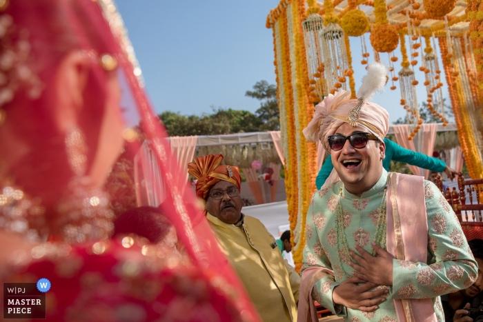 Fotografia wjazdu ślubnego z Mumbaju na ceremonii ślubnej na świeżym powietrzu