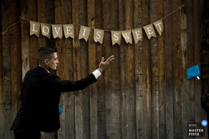 Brown Family Homestead Wedding Photos | Guests plays yard games at wedding