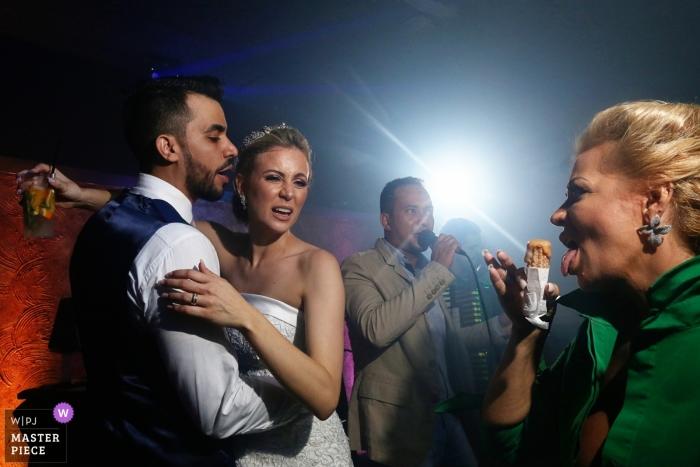 Bella Eventos Hochzeitsfotograf - Braut und Bräutigam tanzen auf der Empfangsparty.