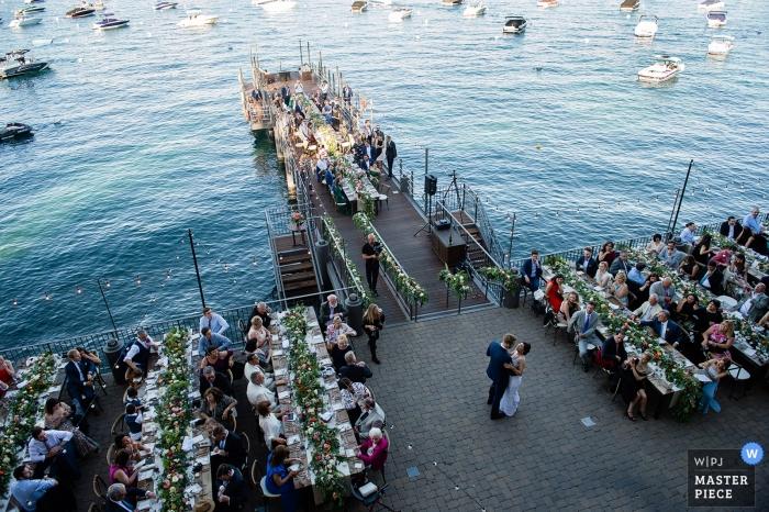 West Shore Cafe, Lake Tahoe, Californie - Photos de la première danse des jeunes mariés près de l'eau avec des invités