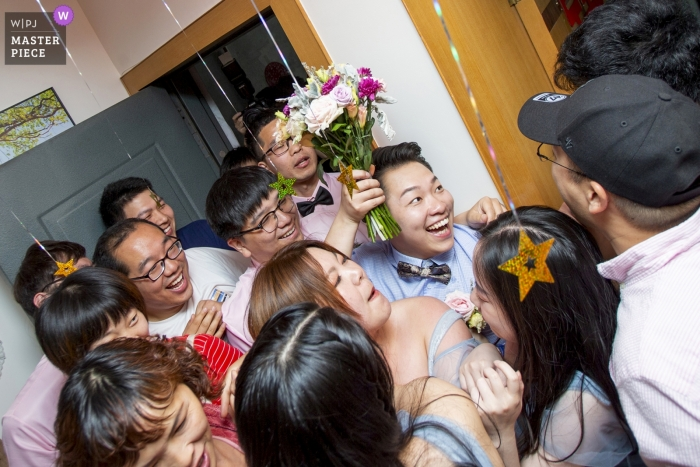 China wedding photography of fun time -- groom and groomsmen are entering into the bride's home - gate crashing