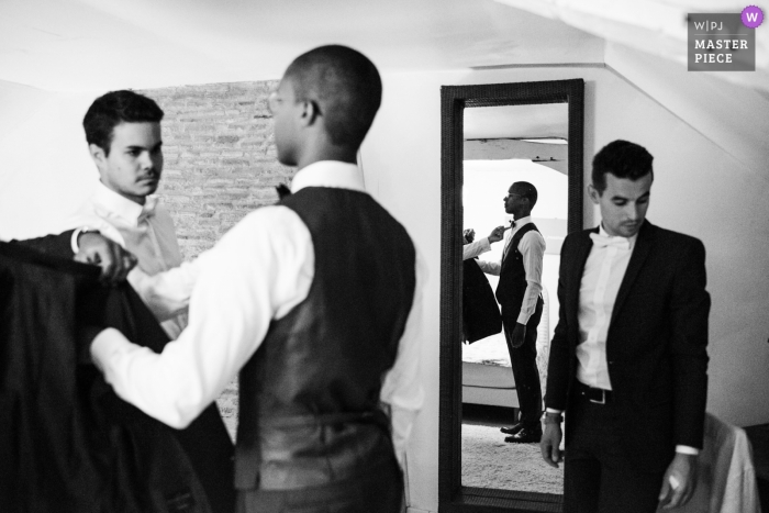 Photos from the Hotel at the reception Venue - Château de l'Eperonnière, Rochefort sur Loire 49 - The groom is getting ready surrounded by his best men.