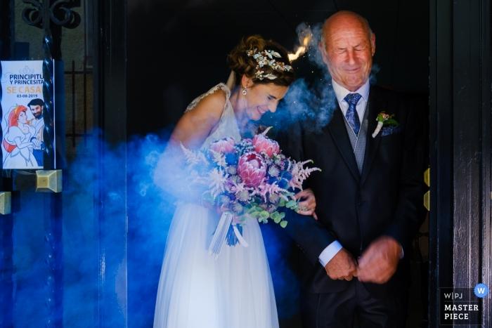 salida novia, ibi - wedding photography with fireworks exploding near bride
