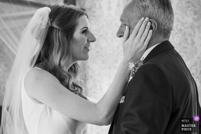 Domaine de Grolhier wedding venue photography | The bride is so emotionnal with her father