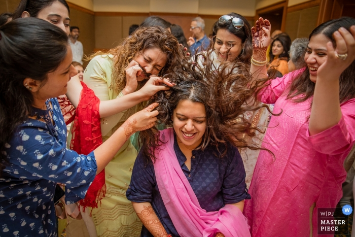 Maharashtra Mumbai wedding photography of the bride with her best friends