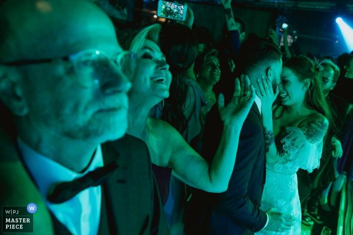 Vinícola Laurentia - Barra do Ribeiro - Brasil wedding photography of bride and groom dancing under green and blue lights