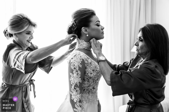 Caracas Bride - wedding photography of getting ready on the big day