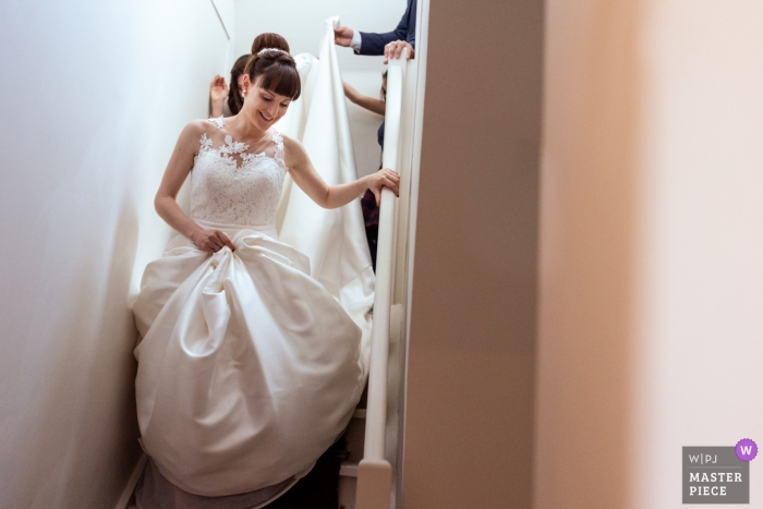 Wedding Photography at Chateau la Cazine | The bride is going to the ceremony