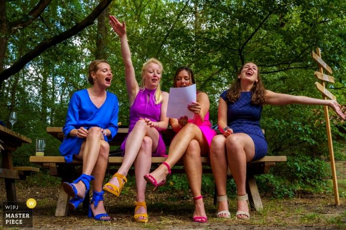 Wedding Photography from De Lutte, Jan Wesselinkhoes - Best colourful friends singing