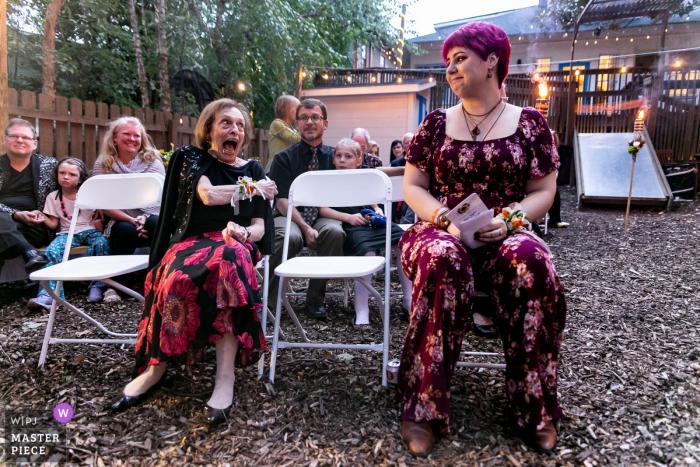 Lost World Travel - Hochzeitsfotografie - Großtante mit Nichte und wartet auf Braut und Bräutigam