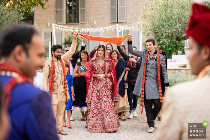 Wedding Ceremony photography, Bastide Saint Julien (Brignoles, France)| When the bride is coming